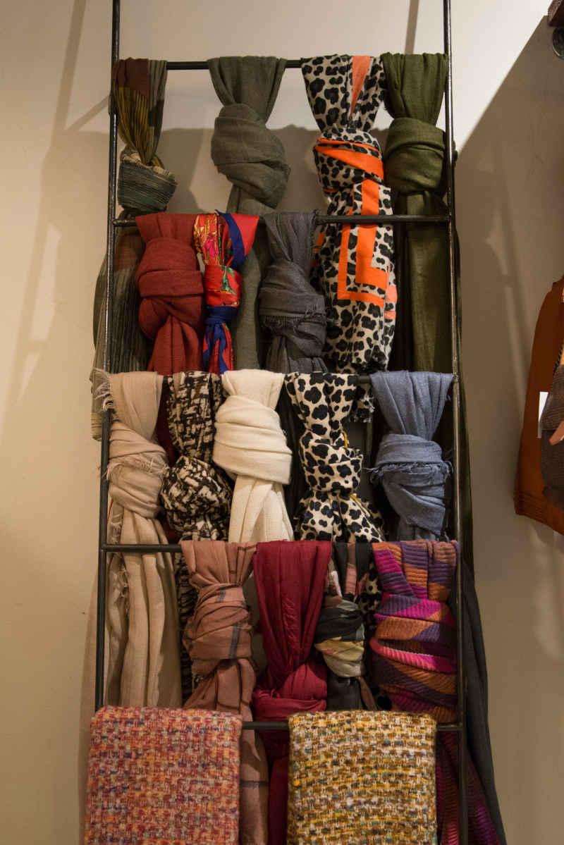 Expositor de bufandas, pañuelos y fulares