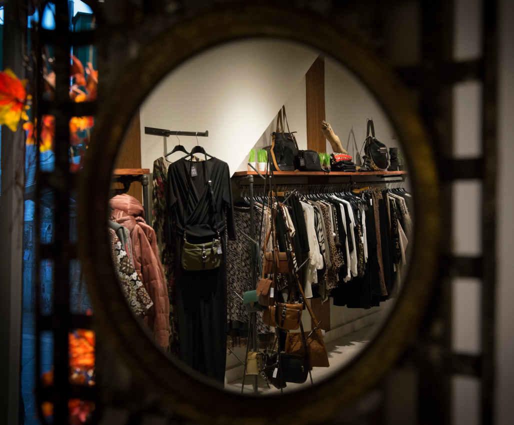 Prendas de ropa de la tienda Frida Moda, Castro Urdiales